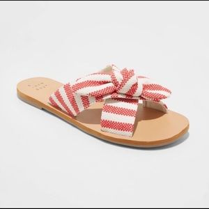 NWT slide sandal with bow 8.5
